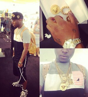 [PICS] VERSACE PIECE!!!! DAVIDO'S NEW TOY !!!